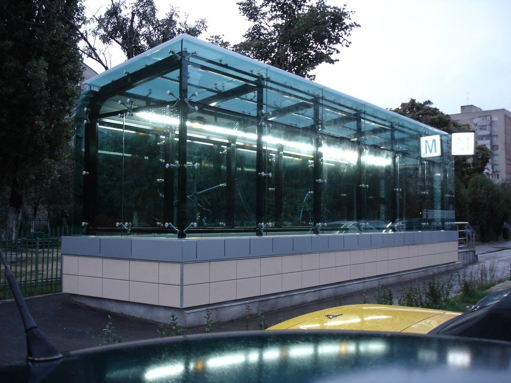 Statie Metrorex, Policarbonat Compact, Sticla este inlocuita de policarbonat, Bucuresti