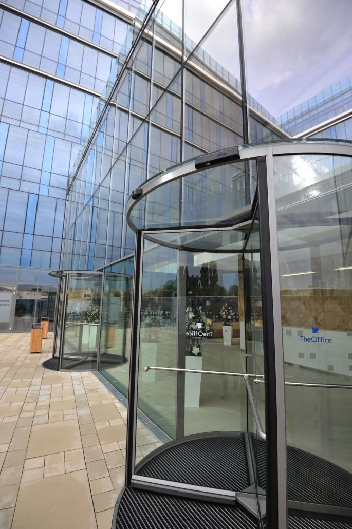 usa rotativa, Blasi, The Office Cluj Napoca, usa de sticla, usi automate